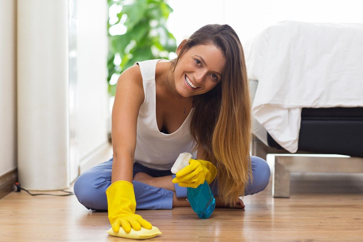 como limpar chão de madeira