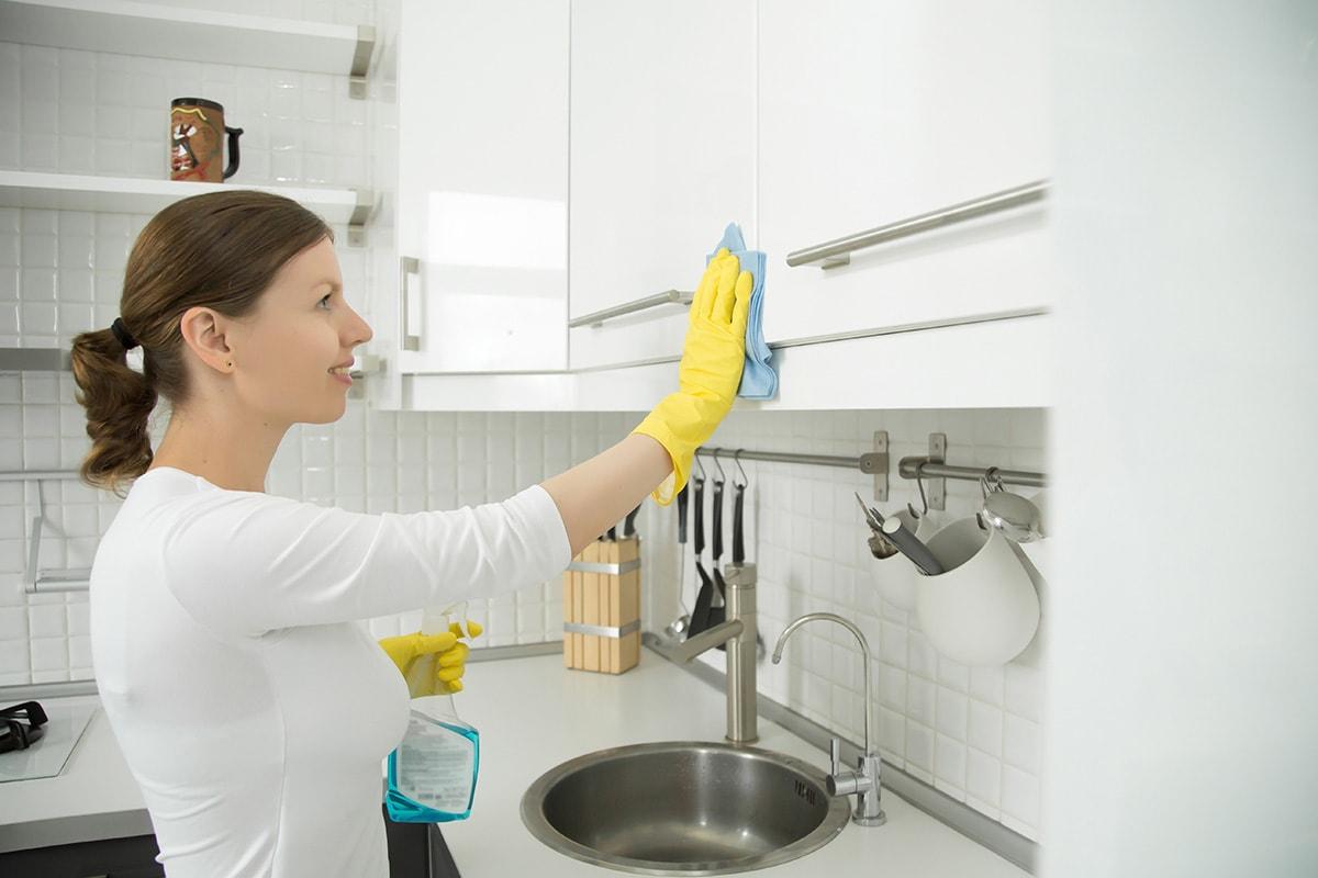 como limpar móveis laqueados