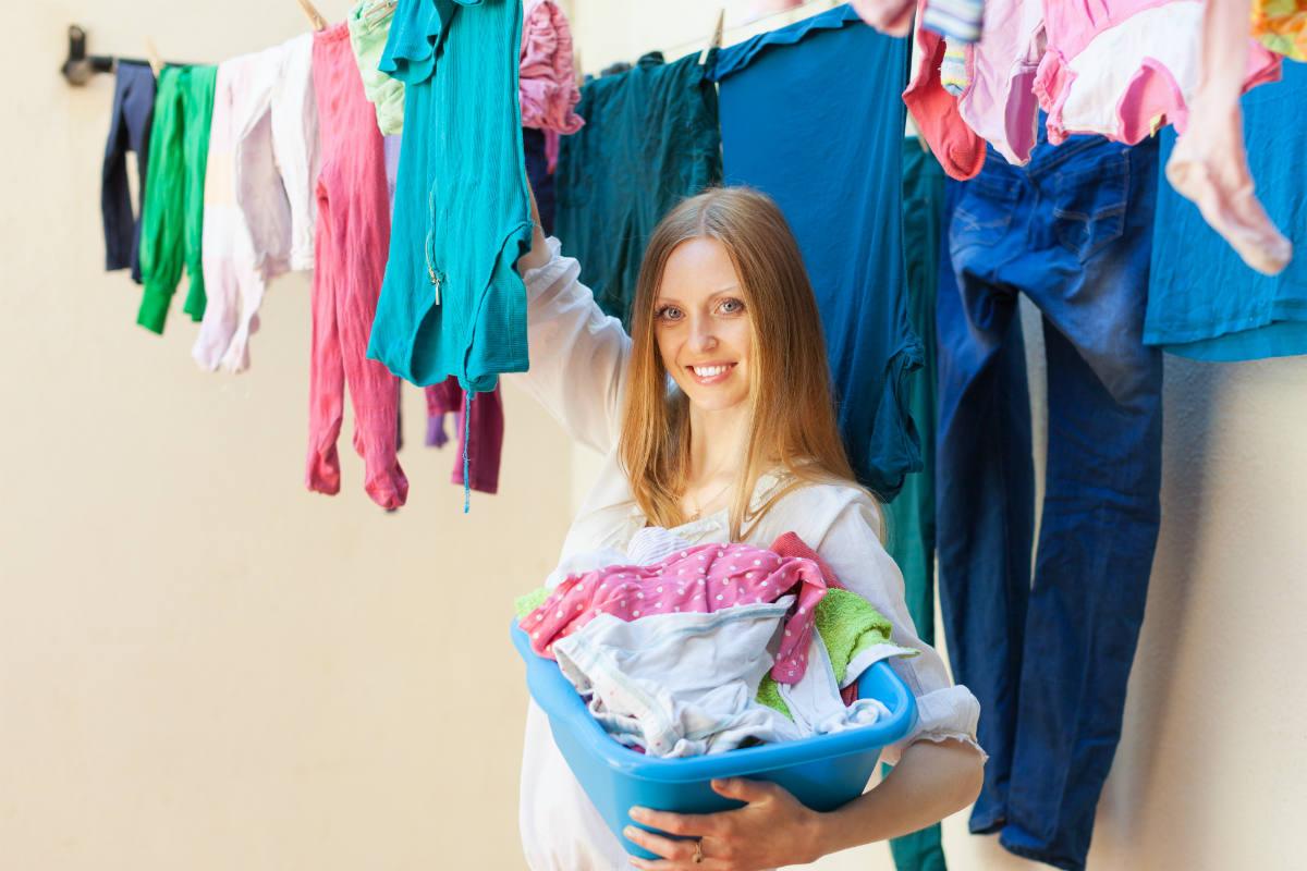 como evitar bolor em roupas