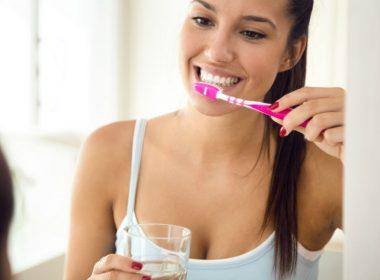 como limpar os dentes com bicarbonato